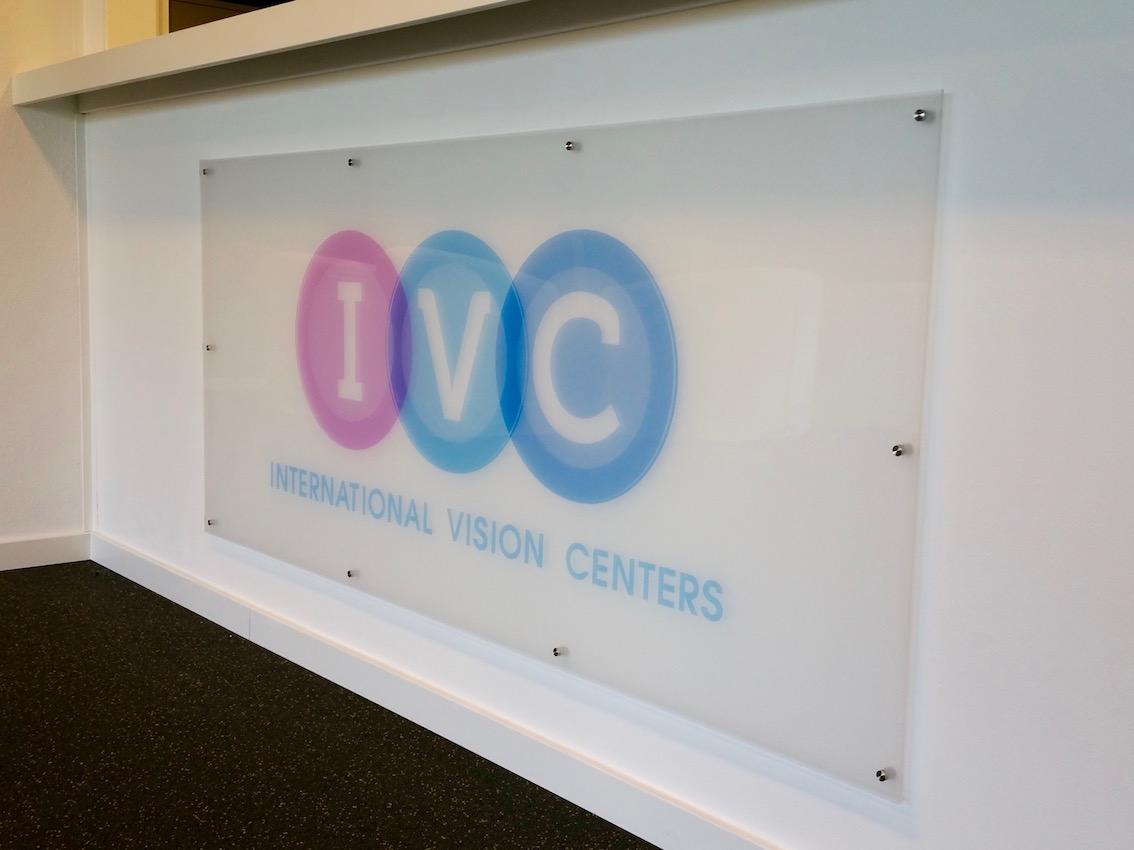 Glashelder acrylaat logpaneel IVC Rotterdam