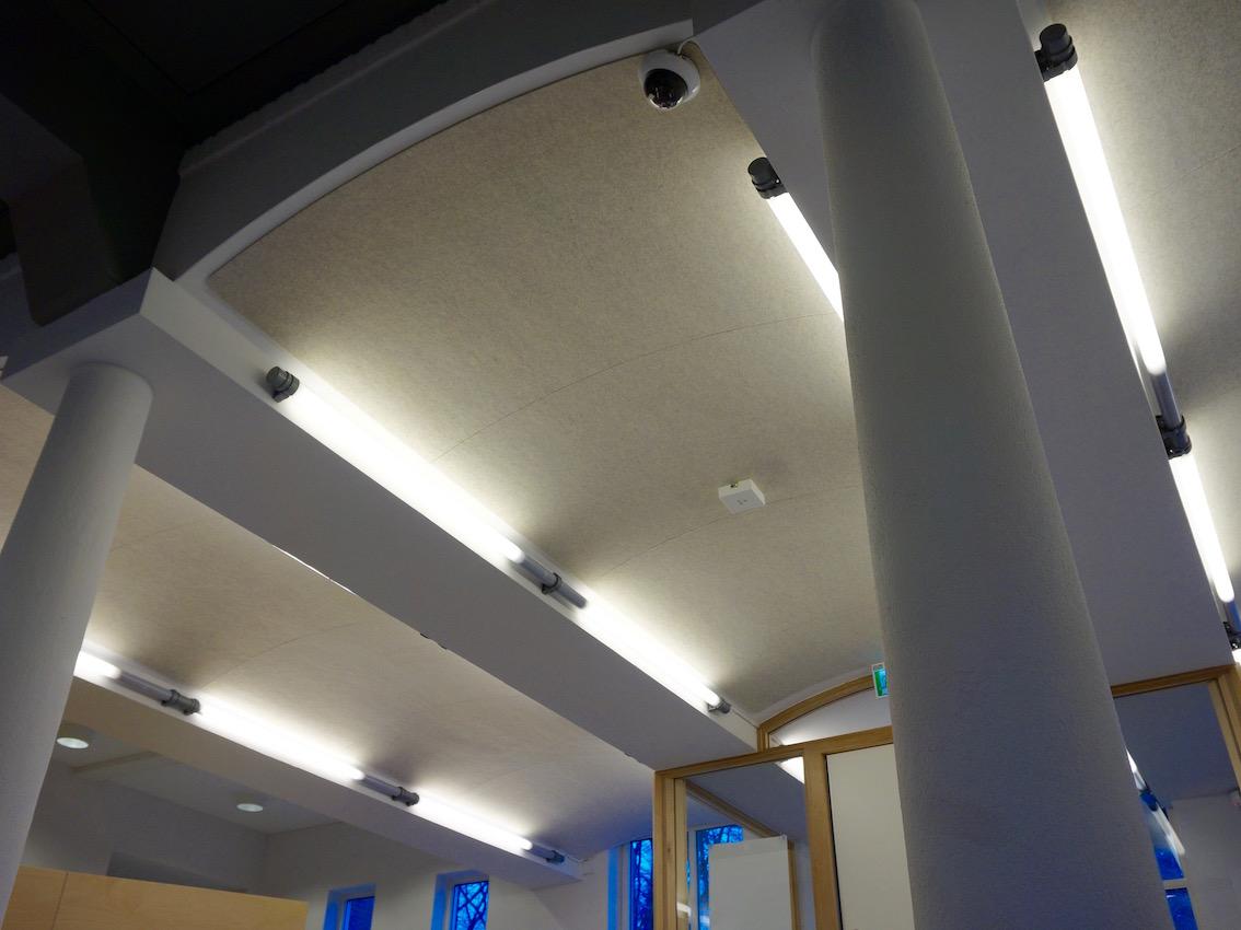 Eindresultaat BuzziSkin plafondbekleding hogeschool de Kempel Helmond